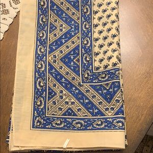 Free People scarf blue & cream 30x30 NWOT